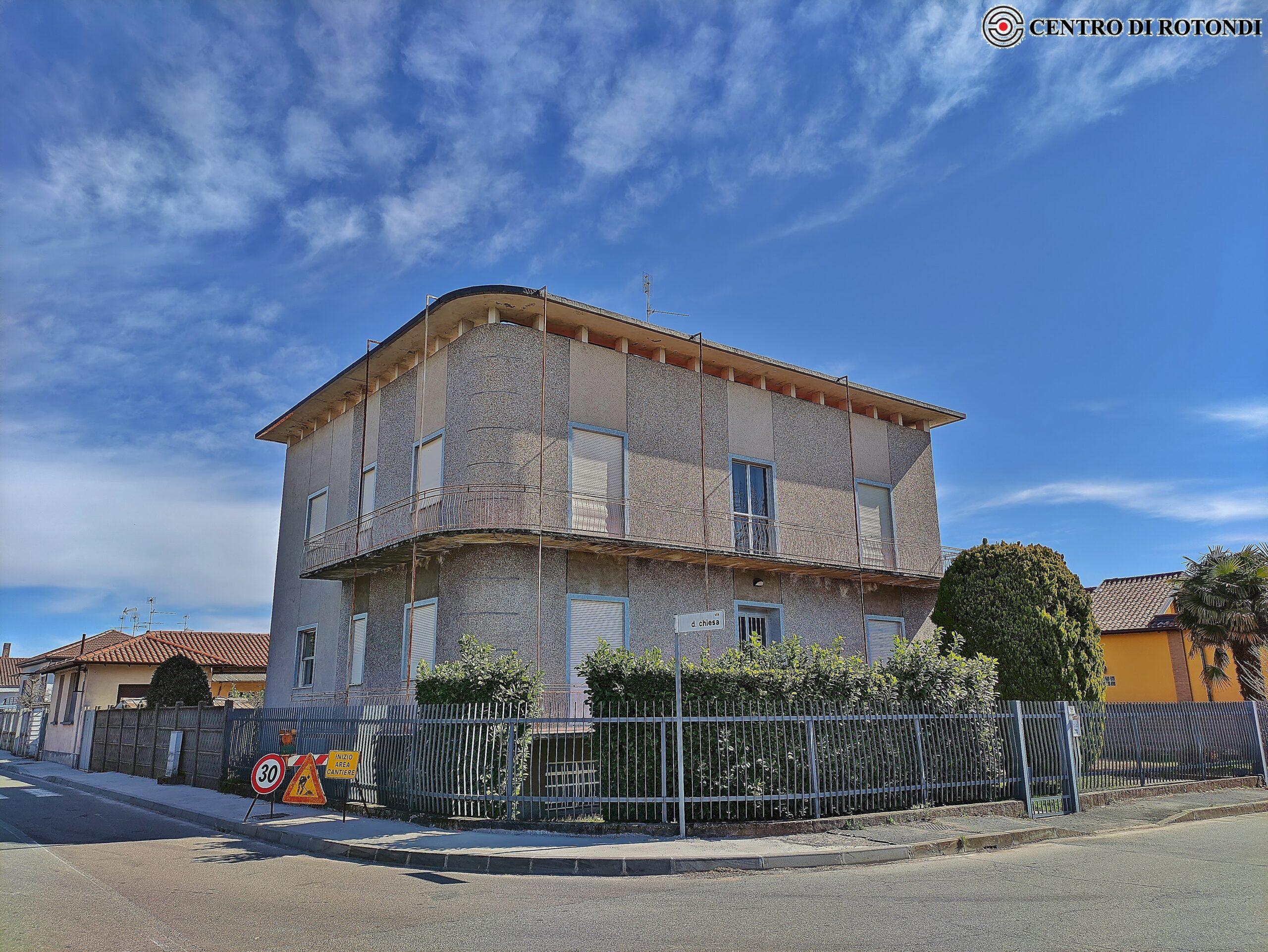 Villa, magazzino e appartamento Via Risorgimento angolo via Chiesa
